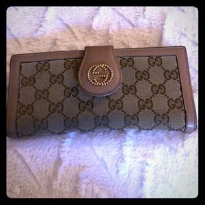 AUTHENTIC GUCCI WALLET! Pre-Loved :)